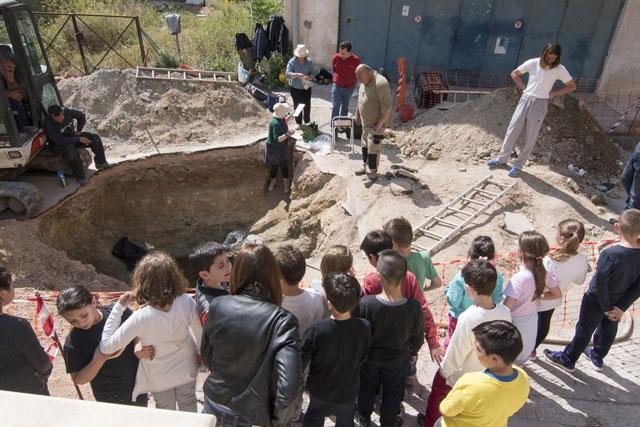 Ανακάλυψη κτερισμένου θαλαμωτού τάφου των ύστερων μυκηναϊκών χρόνων στην πόλη της Σαλαμίνας