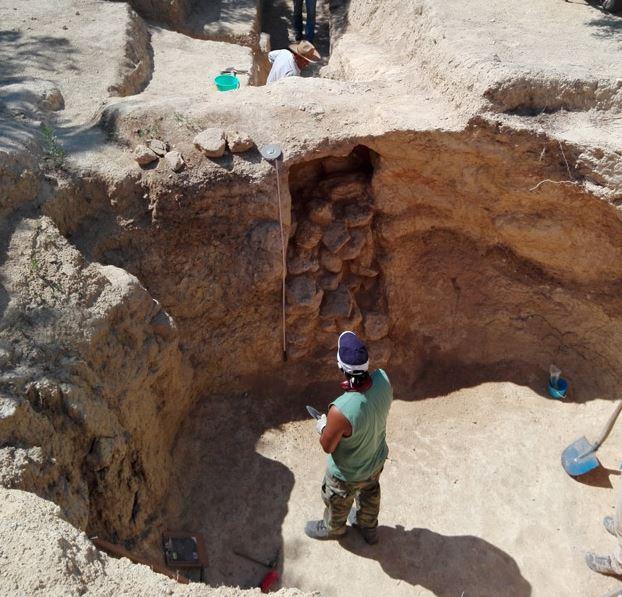 Νέα ταφικά μνημεία στο μυκηναϊκό νεκροταφείο των Αηδονιών