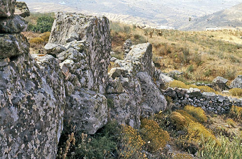 Από την εποχή του Χαλκού στην εποχή του Σιδήρου στις Κυκλάδες: Η μαρτυρία της κεραμικής και των ταφικών πρακτικών