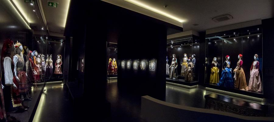 Συλλογή Ελληνικών Ενδυμασιών «Βικτωρία Γ. Καρέλια»