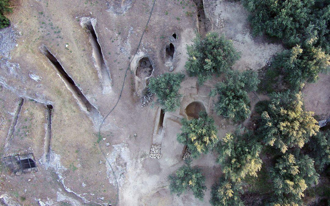 Δύο νέοι, ασύλητοι, θαλαμοειδείς τάφοι αποκαλύφθηκαν στο μυκηναϊκό νεκροταφείο των Αηδονιών στη Νεμέα