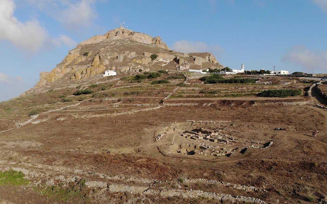 Επιτύμβιες στήλες στο Ξώμπουργο της Τήνου, αποκαλύπτουν πληροφορίες για την κλασική γλυπτική του νησιού