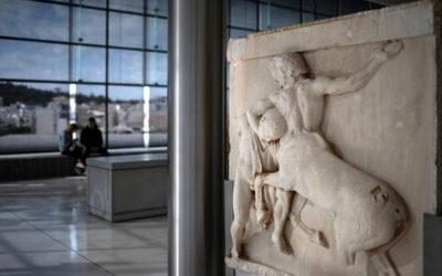 Η Ελλάδα θα εντείνει την εκστρατεία της για επιστροφή των Γλυπτών του Παρθενώνα, είπε η Λ. Μενδώνη στο Reuters