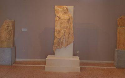 Στο Αρχαιολογικό Μουσείο Τήνου η επιτύμβια στήλη από το Ξώμπουργκο